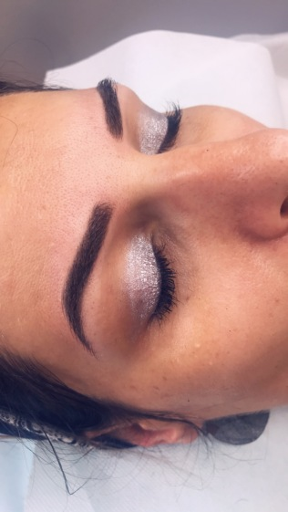 sourcils après retouche micro pigmentation